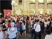 VIDEO: Fan Quang Anh và Mỹ Chi 'hỗn chiến' trước Nhà hát Lớn Hà Nội