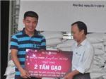 Quỹ từ thiện 'Lung Linh Sắc Việt' trao 02 tấn gạo đến với người dân Hòa Quý khắc phục hậu quả bão Nari