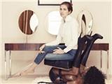 Bạn gái Roman Abramovich bị chỉ trích dữ dội vì một... chiếc ghế