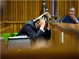 Oscar Pistorius choáng váng khi nhìn lại xác bạn gái