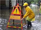 Hà Nội ngập ngay trong trận mưa đầu tiên do ảnh hưởng bão