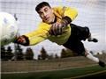 Pha cứu thua trên vạch vôi khó tin của thủ môn