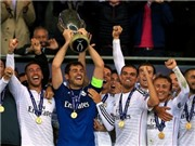 CHÙM ẢNH: Casillas nâng cao Siêu Cúp châu Âu. Ronaldo tái ngộ Sir Alex