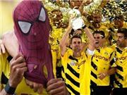 CHÙM ẢNH: Tiền đạo Dortmund hóa thân thành 'Người nhện'. Guardiola trợn mắt nghiến răng ngoài đường biên