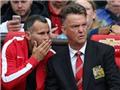 CHÙM ẢNH: Van Gaal nhăn nhó trong khu cabin, bất động nhìn Man United bị hành hạ
