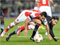 Arsenal hòa may mắn Besiktas: Chạy trốn trong sợ hãi