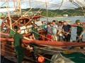 Bắt quả tang tàu khai thác thủy sản tàng trữ 12 kg thuốc nổ