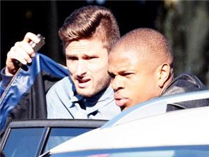 Giroud có thể nghỉ 3 tháng, Arsenal nhắm Remy, hoãn bán Podolski