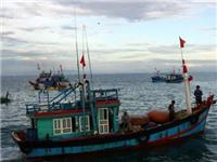 Cứu 32 ngư dân tàu cá trong vùng biển động