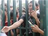 CĐV xếp hàng từ 6 giờ sáng để mua vé xem U19 Việt Nam