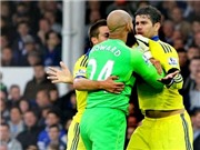 Thủ môn Everton tóm cổ, đòi 'tẩn' Diego Costa trên sân