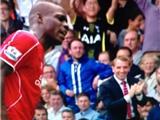 VIDEO: Brendan Rodgers phản ứng kỳ lạ khi Balotelli bỏ lỡ cơ hội ghi bàn