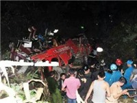 Phó Thủ tướng Nguyễn Xuân Phúc chỉ đạo khắc phục hậu quả vụ xe khách lao xuống vực ở Lào Cai