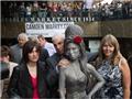 Dựng tượng tưởng nhớ nữ ca sĩ Amy Winehouse ở London