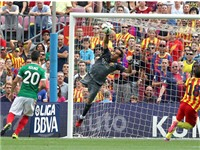 Hàng thủ Barca: Bất khả xâm phạm với Enrique