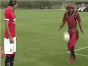 Võ sỹ Samurai bí ẩn tâng bóng điệu nghệ với Falcao và Mata