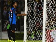 VIDEO: Ronaldinho đá penalty 'bắn chim' trong ngày ra mắt CLB mới