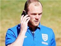 TIẾT LỘ: Rooney thường xuyên ném điện thoại khi tức giận