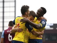 VIDEO Aston Villa 0-3 Arsenal: Oezil tung, Welbeck hứng, Arsenal bùng nổ