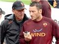 Roma – Cagliari: Totti, De Rossi, và hai nửa 'Zemanlandia'