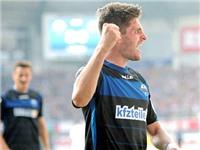 """Đội bóng """"tí hon"""" Paderborn dẫn đầu Bundesliga: Chuyện cổ tích ở Đức"""