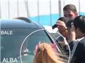 Bale gây tai nạn cho fan nữ Real