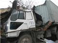 Xe tải húc sập nhà dân làm 9 người bị thương