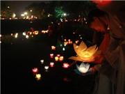 Xúc động đêm hoa đăng ở chùa Trấn Quốc