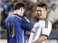 VIDEO: Fan cuồng lao vào sân đòi xin chữ ký của Messi