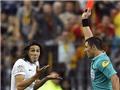 Cavani bị đuổi khỏi sân vì ăn mừng 'lố bịch': Những chiếc thẻ oan nghiệt