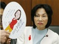 Quạt giấy 'thổi ngã' bộ trưởng Nhật Bản