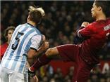 VIDEO: Ronaldo áy náy vì cho đối thủ 'đo sân'