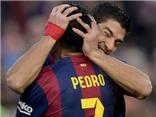 Suarez ăn mừng bàn thắng đầu tiên ở Liga bằng cách… cắn người