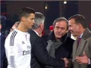 Ronaldo làm ngơ, không bắt tay Michel Platini