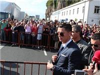 Fan chen chúc xem lễ dựng tượng C.Ronaldo