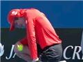 HÀI HƯỚC Australian Open 2015: Bị bóng bay với vận tốc 196km/h tìm đúng... 'chỗ hiểm'