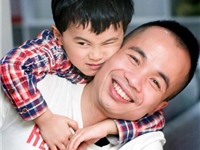 Nhà báo Hoàng Minh Trí & 'Cuộc đời tròn hay méo': Đọc để cười, rồi khóc