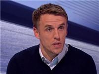 Phil Neville bị 'ném đá' vì chỉ trích Rosicky 'thiếu tôn trọng đối thủ'