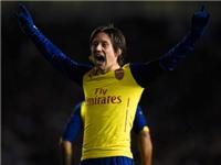 Lập công lớn cho Arsenal, Rosicky vào 'Hội cầu thủ được yêu thích nhất'