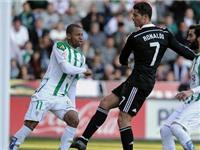 Nữ tu sĩ fan Messi 'đá xoáy' Ronaldo: Quả bóng vàng hay cú đánh 'vàng'?