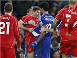 Diego Costa đạp vào chân Emre Can và Skrtel, suýt choảng nhau với Gerrard