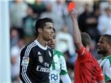 CHÍNH THỨC: Ronaldo bị treo giò 2 trận vì vụ bỏ bóng, đá người ở Liga