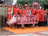 Ứng xử với Lễ hội Chém lợn như thế nào?