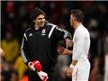 HLV Middlesbrough xin áo của Oezil sau trận thua Arsenal