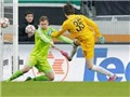 Bundesliga: Lại một thủ môn sắm vai người hùng khi lên đá... tiền đạo