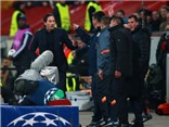 VIDEO: Diego Simeone lao vào đòi 'tẩn' HLV Leverkusen