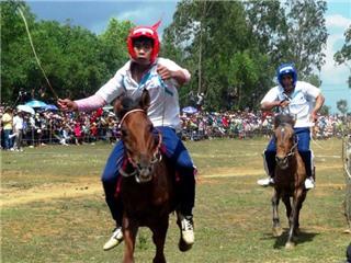 Đầu Xuân xem đua ngựa Gò Thì Thùng