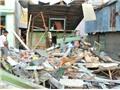 Ô tô bán tải đâm sập nhà dân làm 3 người bị thương