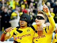 'Người dơi' Aubameyang hợp sức cùng 'Robin' Reus giúp Dortmund thắng derby