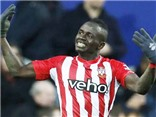 'Ngôi sao đen' Senegal ghi bàn, Southampton đe dọa Man United